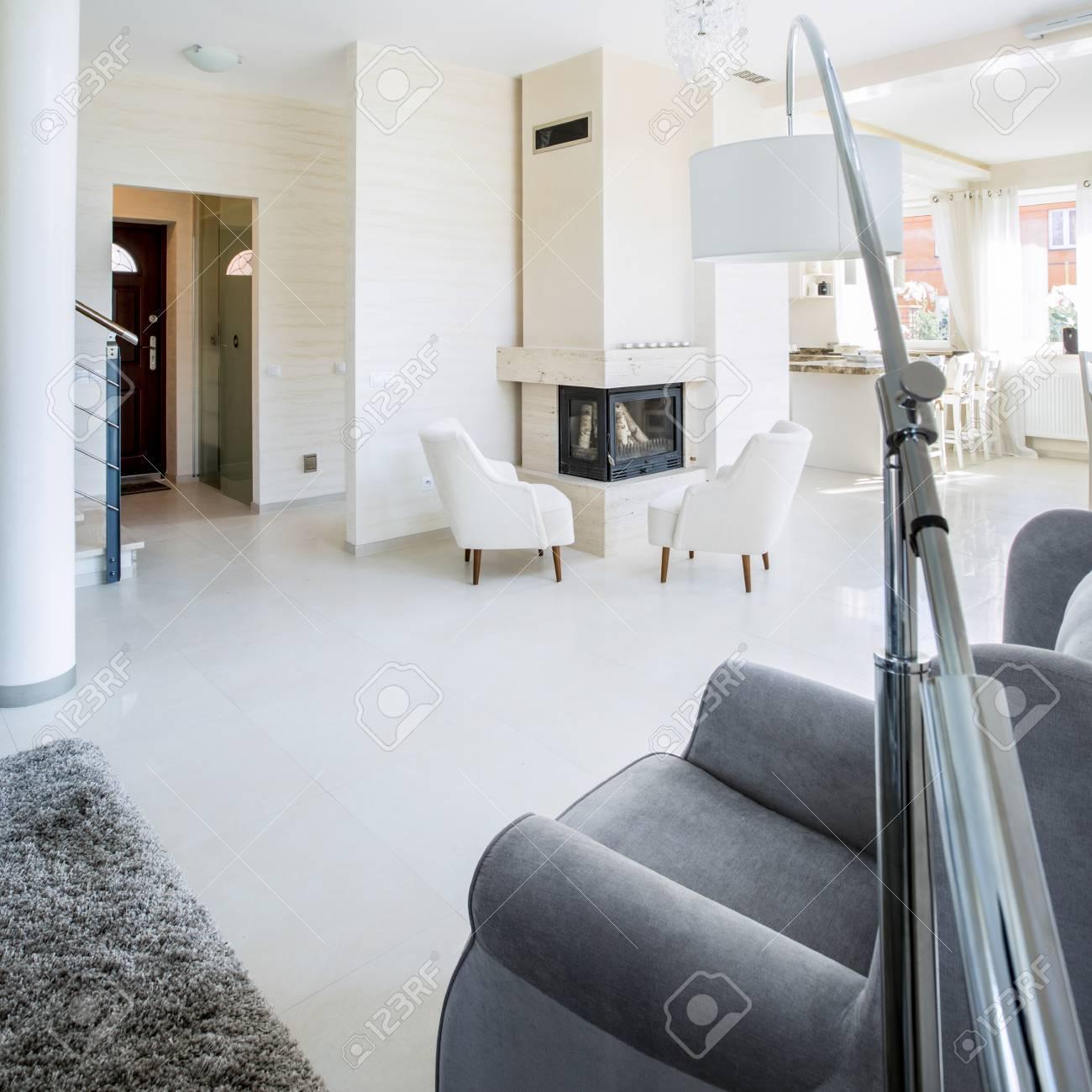https://previews.123rf.com/images/bialasiewicz/bialasiewicz1605/bialasiewicz160501295/57019877-foto-von-der-sch%C3%B6nen-interieur-eines-luxus-wohnung.jpg