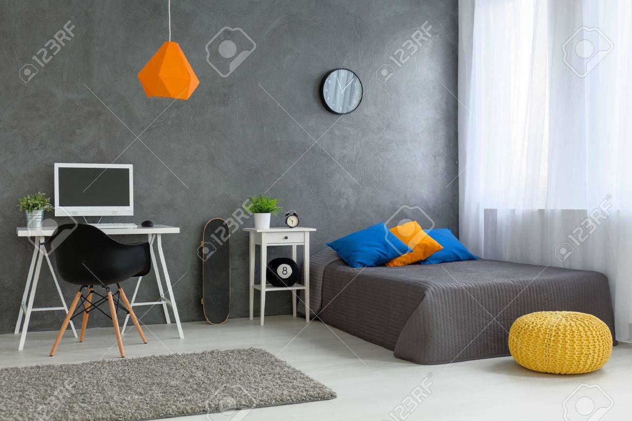 Dormitorio Con Estilo De Chico Adolescente Diseñado Con Paredes ...