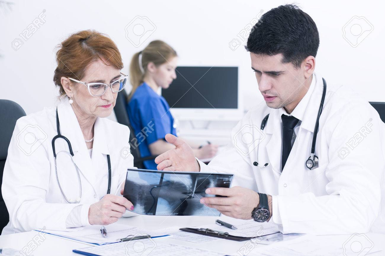 Best Way to Ask Someone Out at a Doctors Office?
