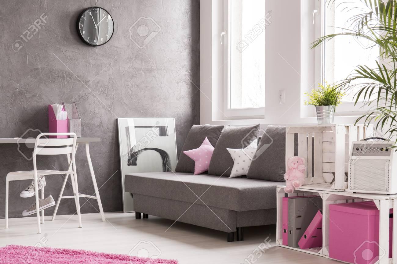 Amüsant Wohnzimmer Grau Rosa Foto Von Geräumiges Mit Ergänzungen. Stilvolle Regal Aus Holzkisten