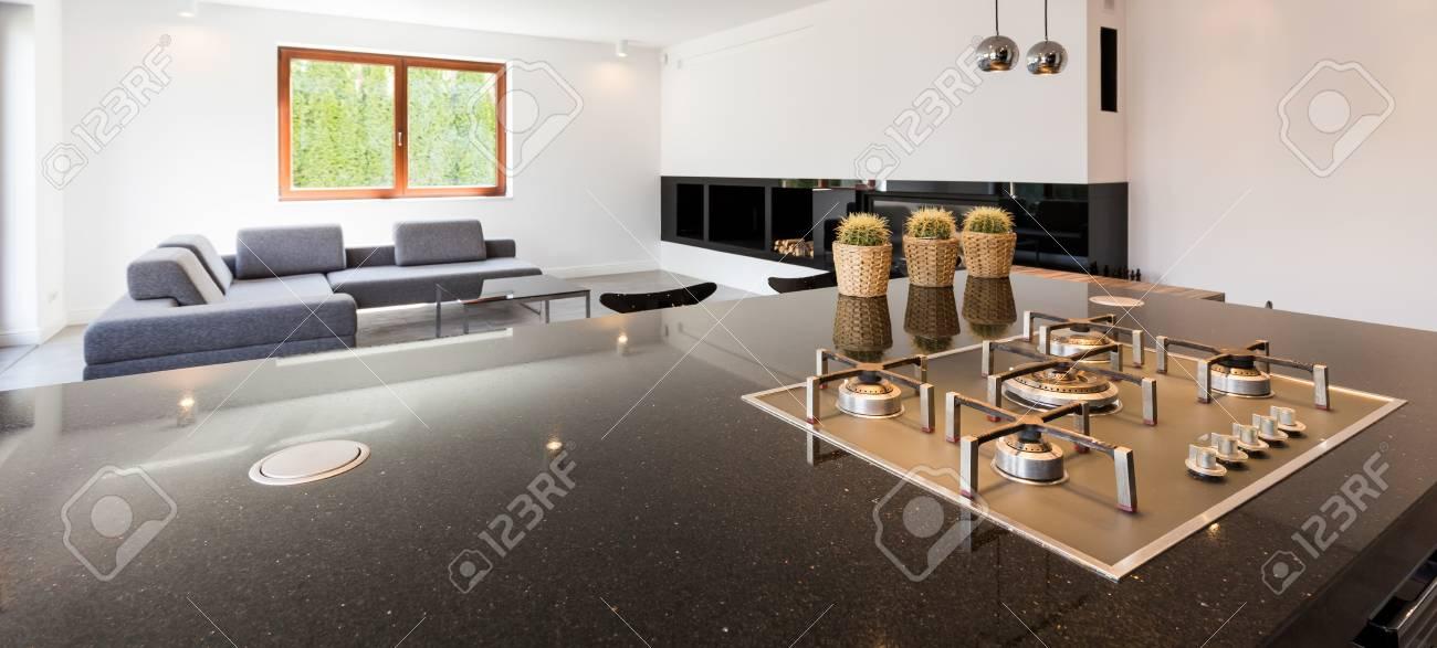 Plan D Un Comptoir De Cuisine Et Une Salle De Sejour Dans Une Maison Moderne Banque D Images Et Photos Libres De Droits Image 58711054
