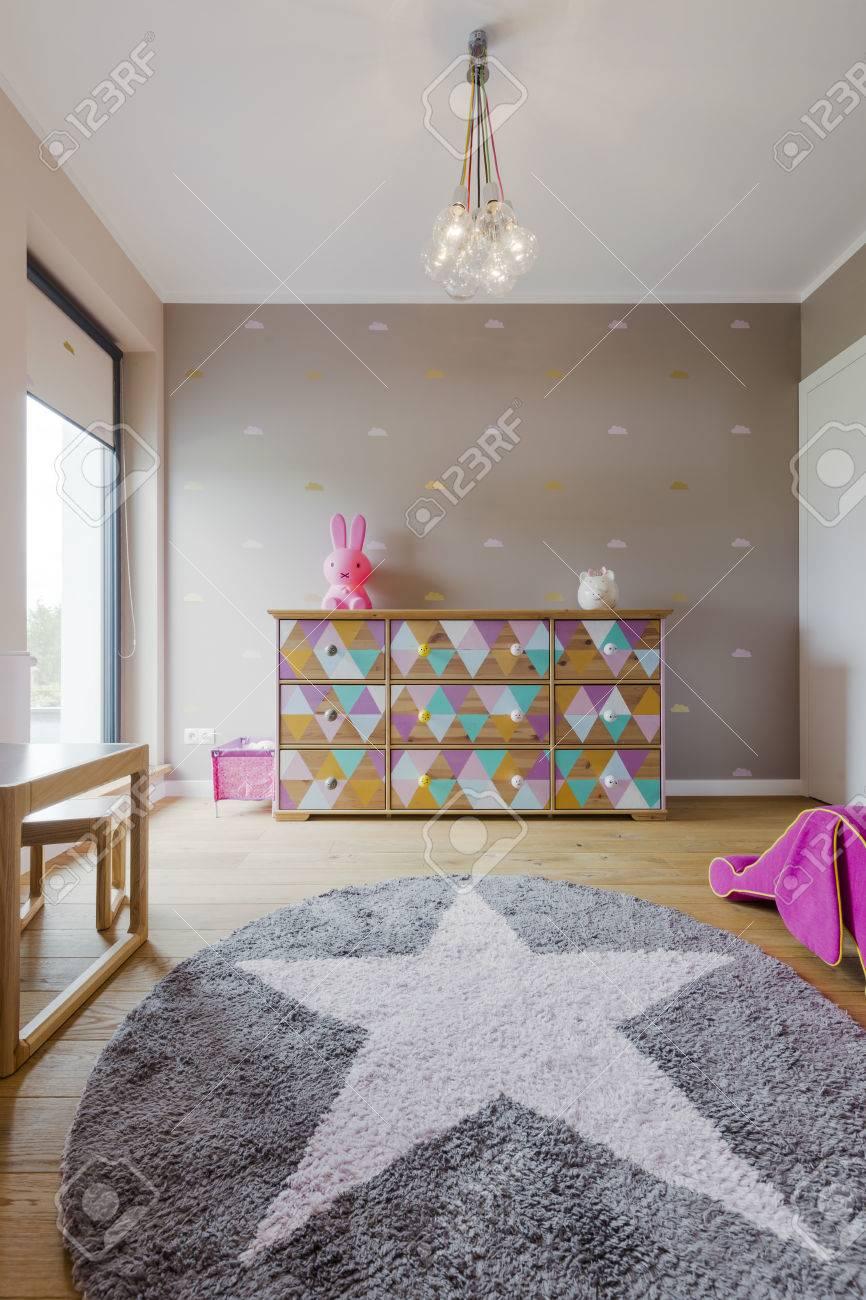 banque dimages belle chambre de petite fille avec un tapis dcoratif toiles
