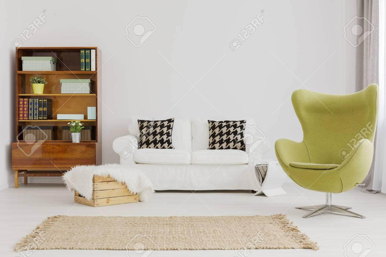Harmonisch Und Elegant Wohnzimmer Dekor, Mit Einem Renovierten ...
