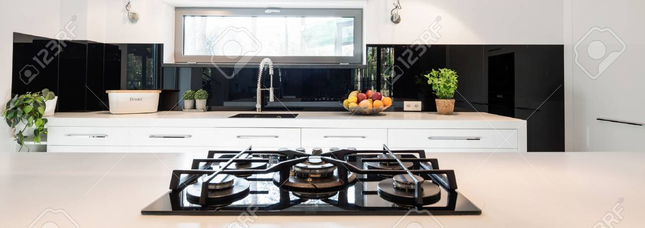 Cucine Con Piano Cottura Angolare. Cucina In Legno Ad Angolo Con ...
