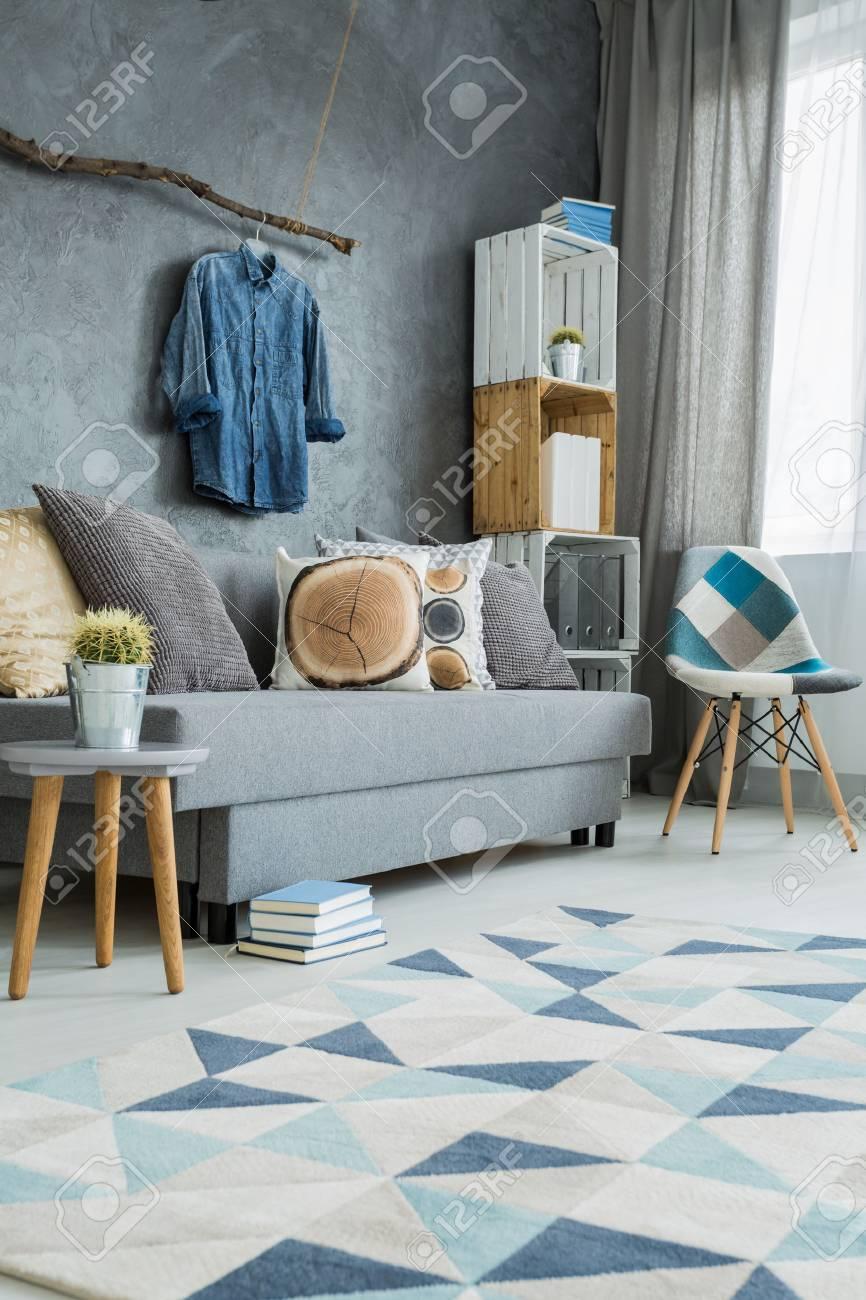 Charmant Standard Bild   Stilvolle Wohnzimmer In Grau Mit DIY Möbel, Sofa Und Muster  Teppich