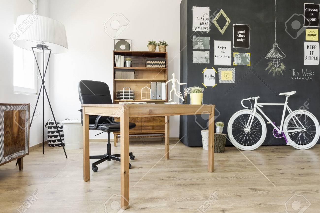 Appartement neuf de style avec aisance ethnique lampadaire bureau