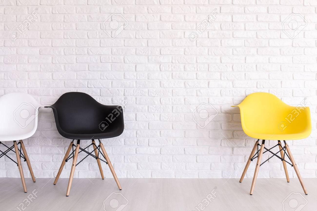 Gewaltig Weisse Stühle Das Beste Von Standard-bild - Weiße, Schwarze Und Gelbe Stühle