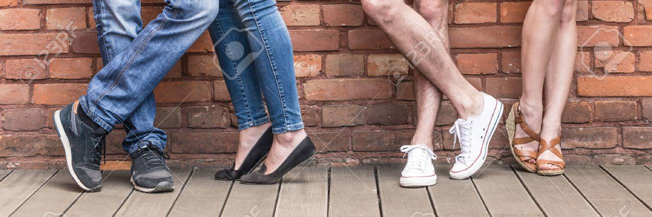 Close-up of young people legs on red brick wall Standard-Bild - 61115278