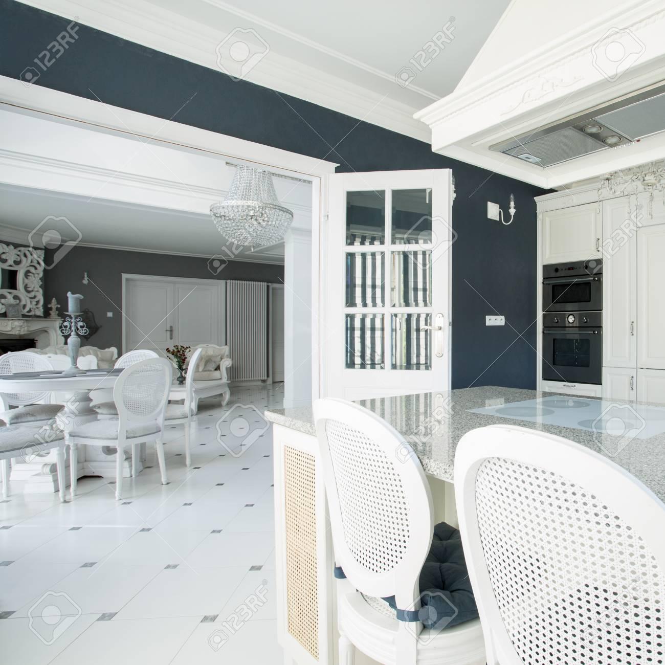 Banque Du0027images   Salle à Manger Moderne De Luxe Avec Table En Marbre