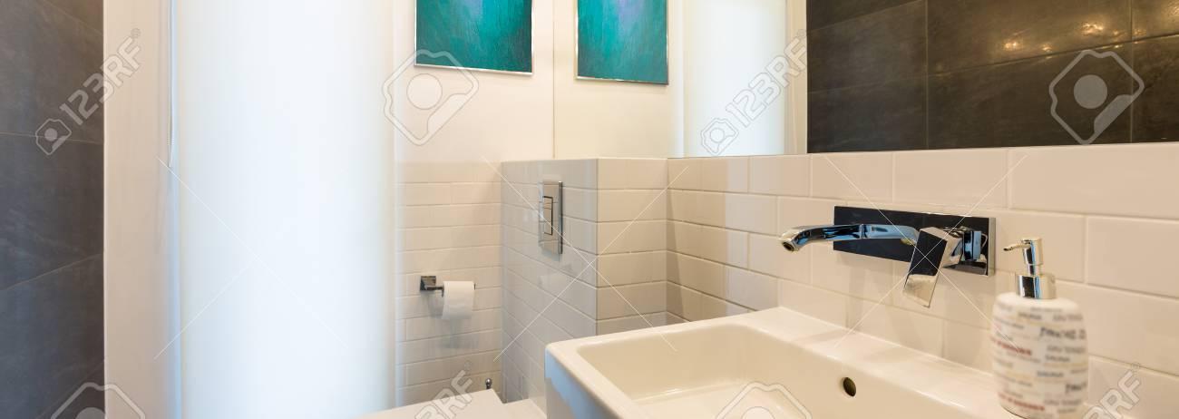 Intérieur Salle de bains avec WC, lavabo et rétro-éclairage