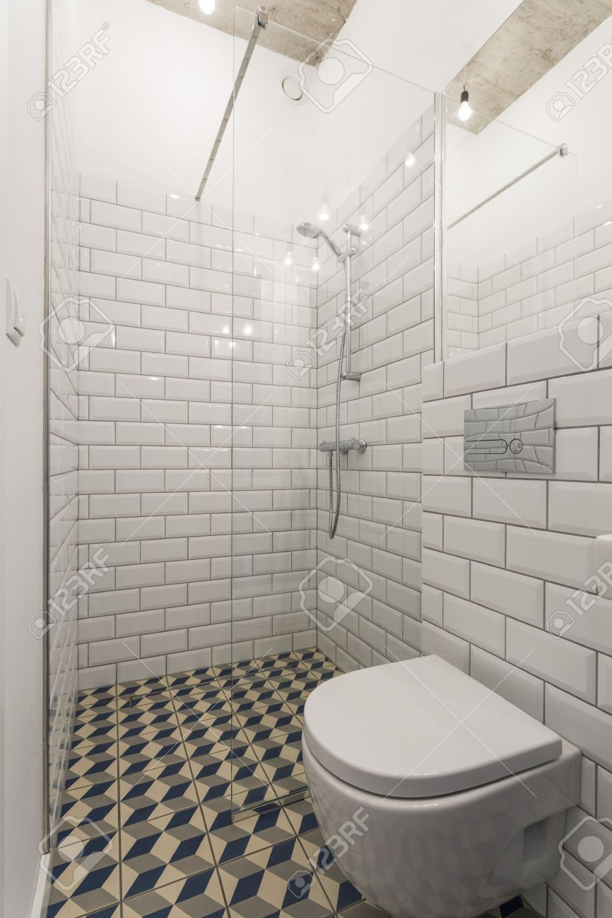Modern Bathroom With Walls Decorated With Brick-resembling White ...
