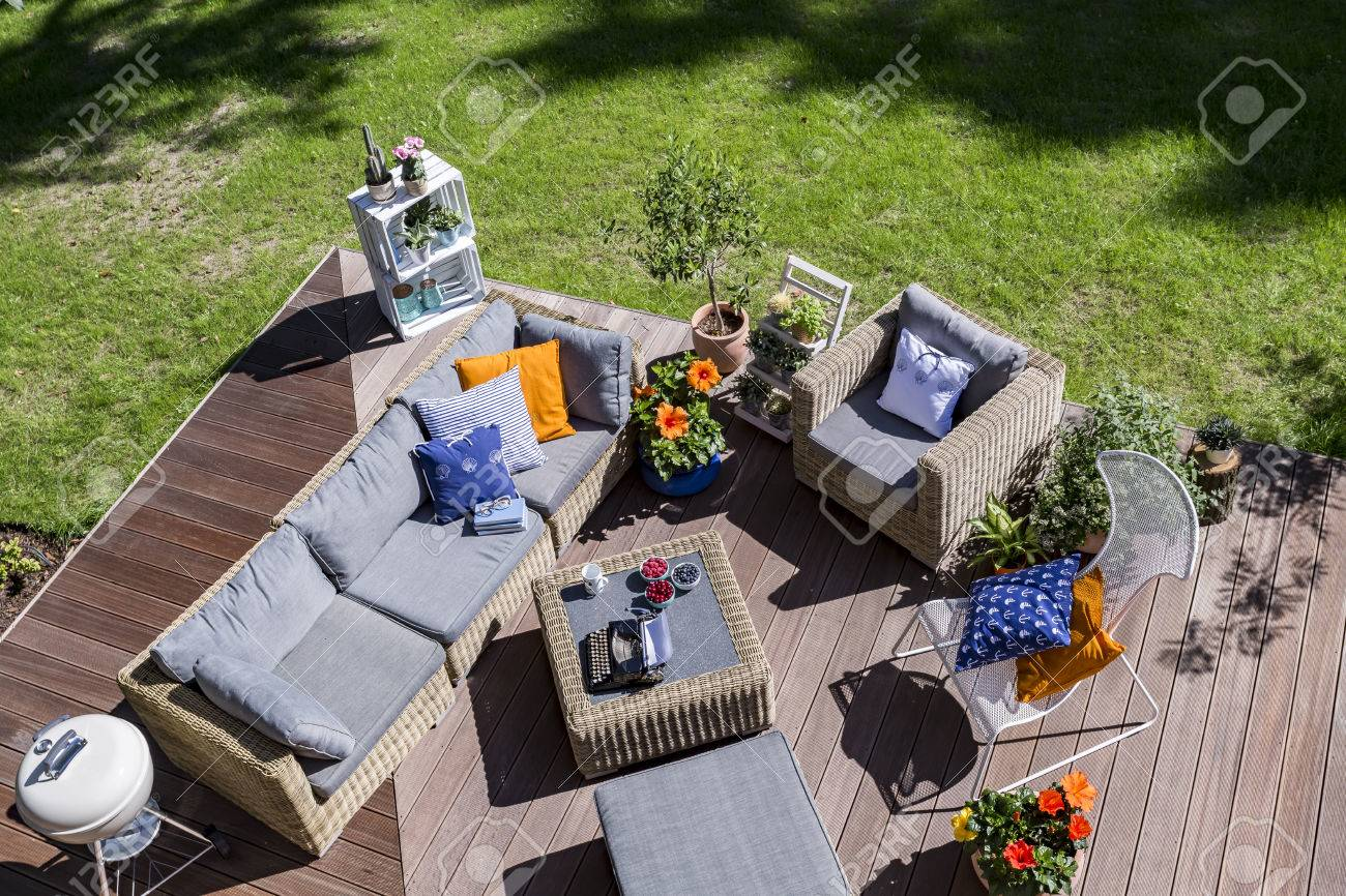 Top view of a villa patio with wooden flooring ana rattan furniture set Standard-Bild - 62010659