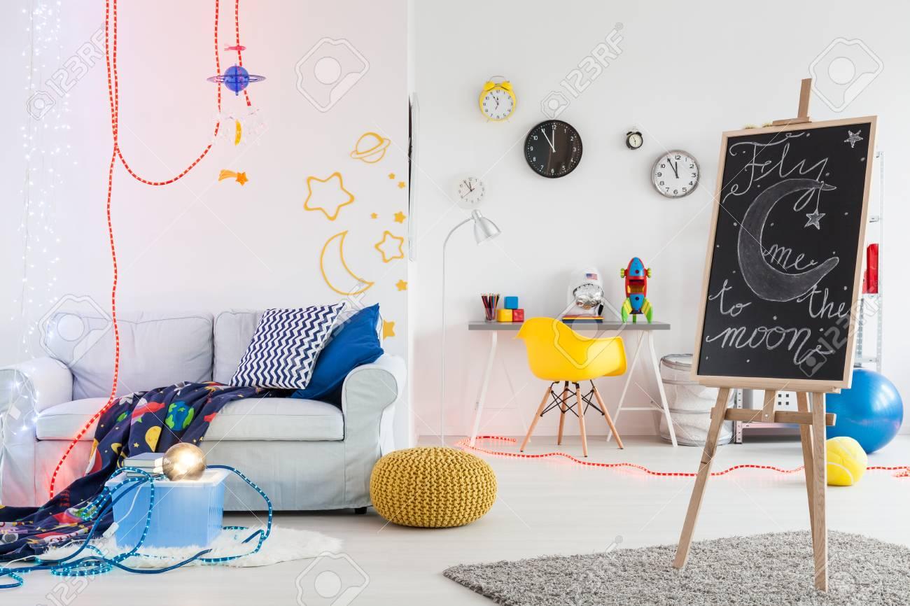Cosy Chambre Moderne Pour Un Jeune Astronat Entierement Meuble Avec