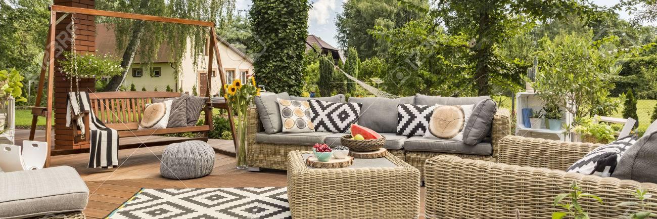 Famoso Oscilación Del Jardín De Madera Con Capacidad Para Muebles De ...