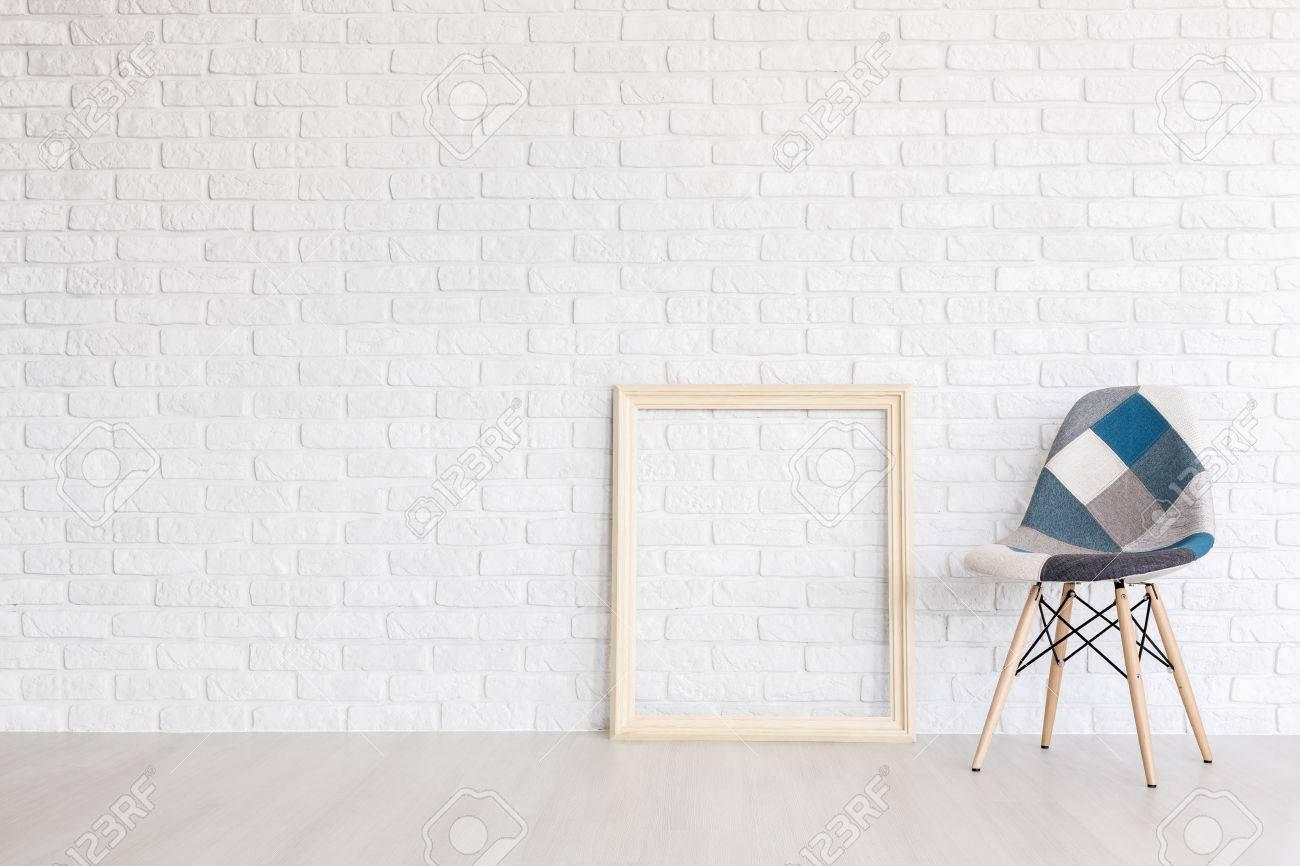 Weiß Postindustriellen Innenraum Mit Einem Holz-Bilderrahmen Und ...