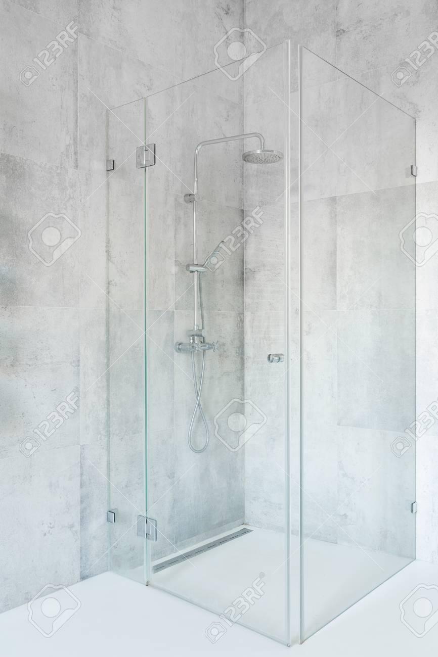 Dusche Mit Glaswänden Aus Beton Badezimmer Lizenzfreie Fotos Bilder
