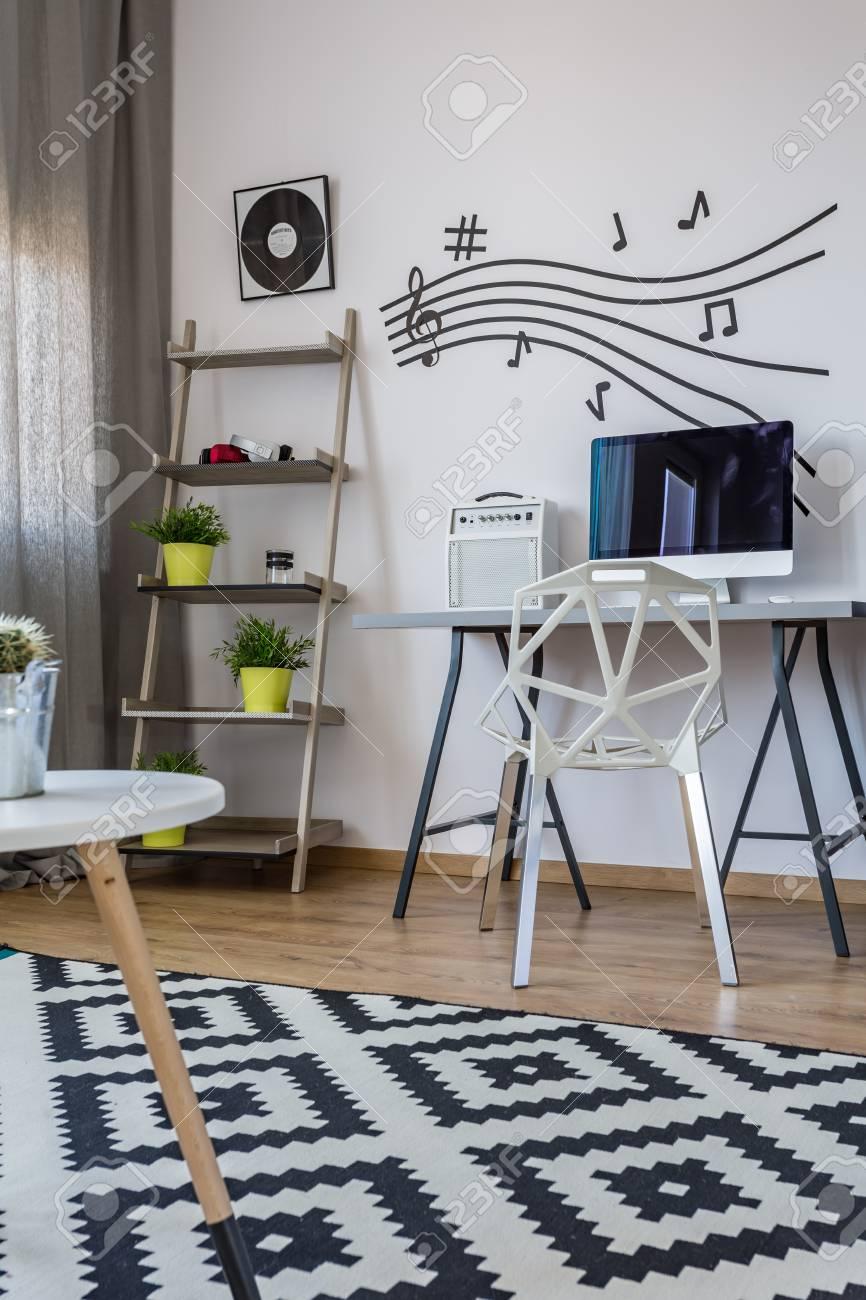 Bureau De La Maison Moderne Noir Et Blanc Avec Un Décor De Mur De La ...