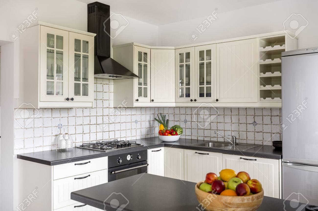Magnífico Encimera De La Cocina Y La Pared Posterior De Imágenes ...