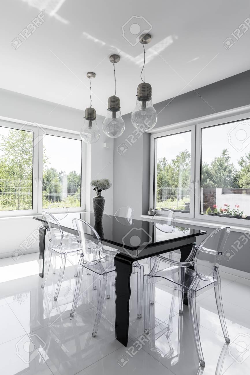 Tir D Un Noir Et Blanc Salle A Manger Moderne Avec Des Chaises