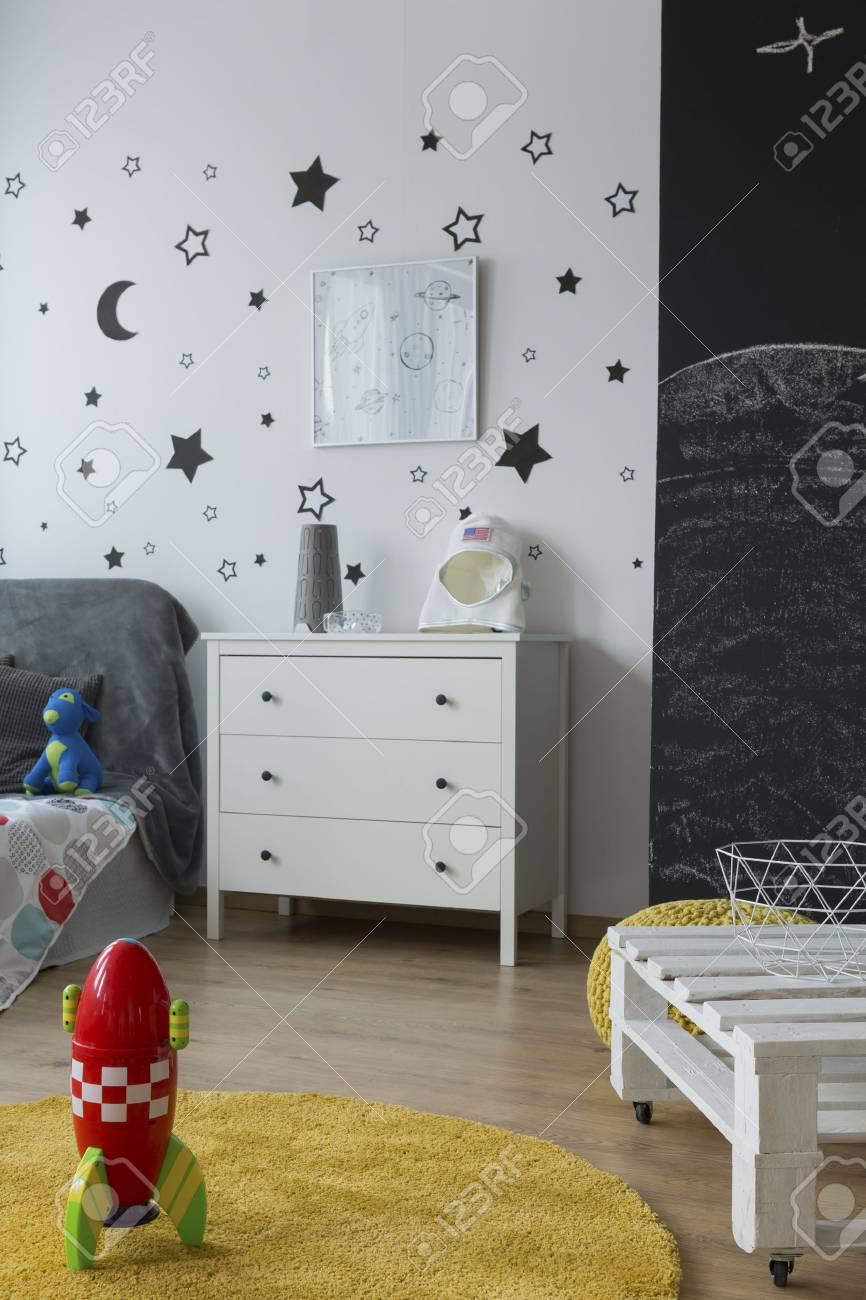 Chambre Enfant Lumière Dans Un Style Contemporain Avec Des Meubles ...