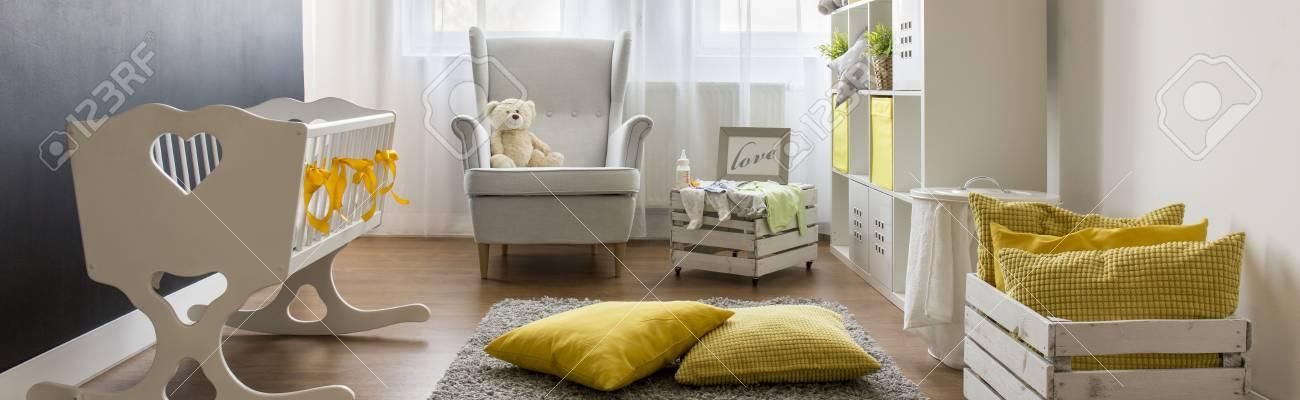 Infant Zimmer Mit Weißen Möbeln Handgemachte Holz Aufbewahrungsbox