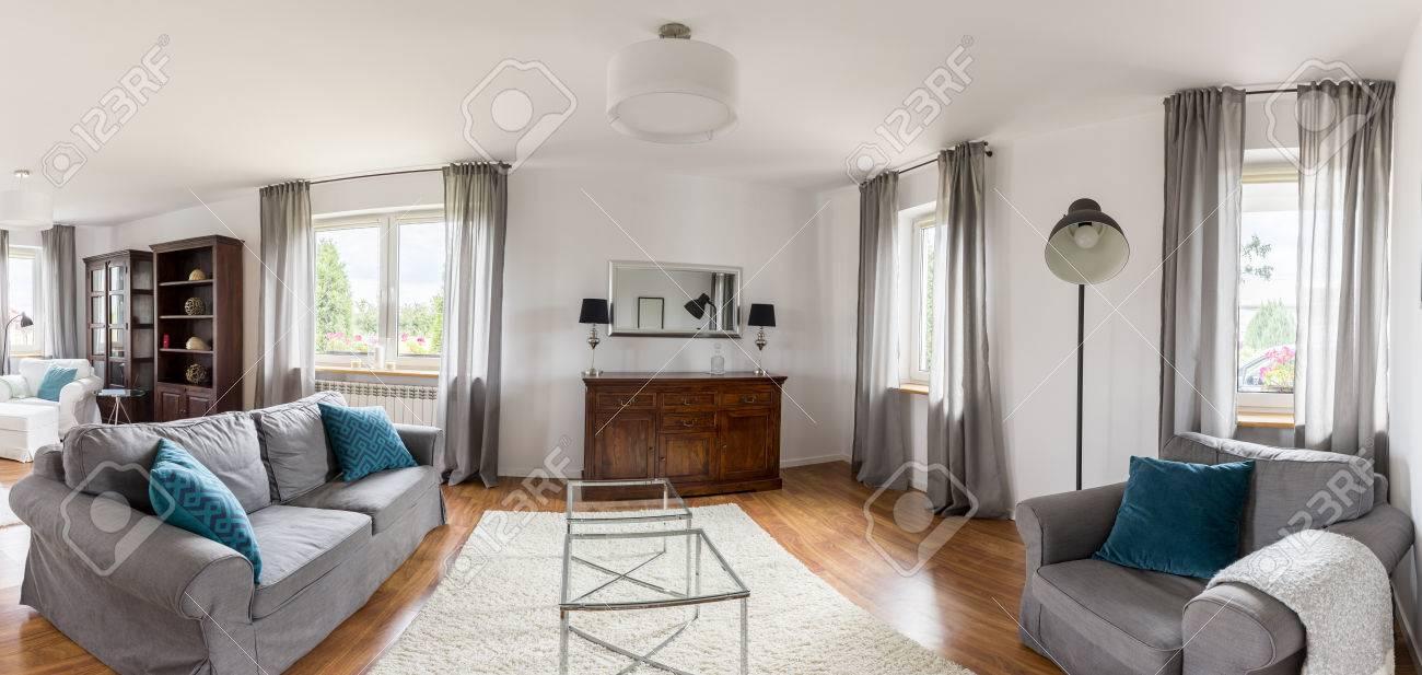 Gemütliche sessel wohnzimmer  Blick Auf Das Helle, Gemütliche Wohnzimmer Mit Sofa Und Sessel Und ...