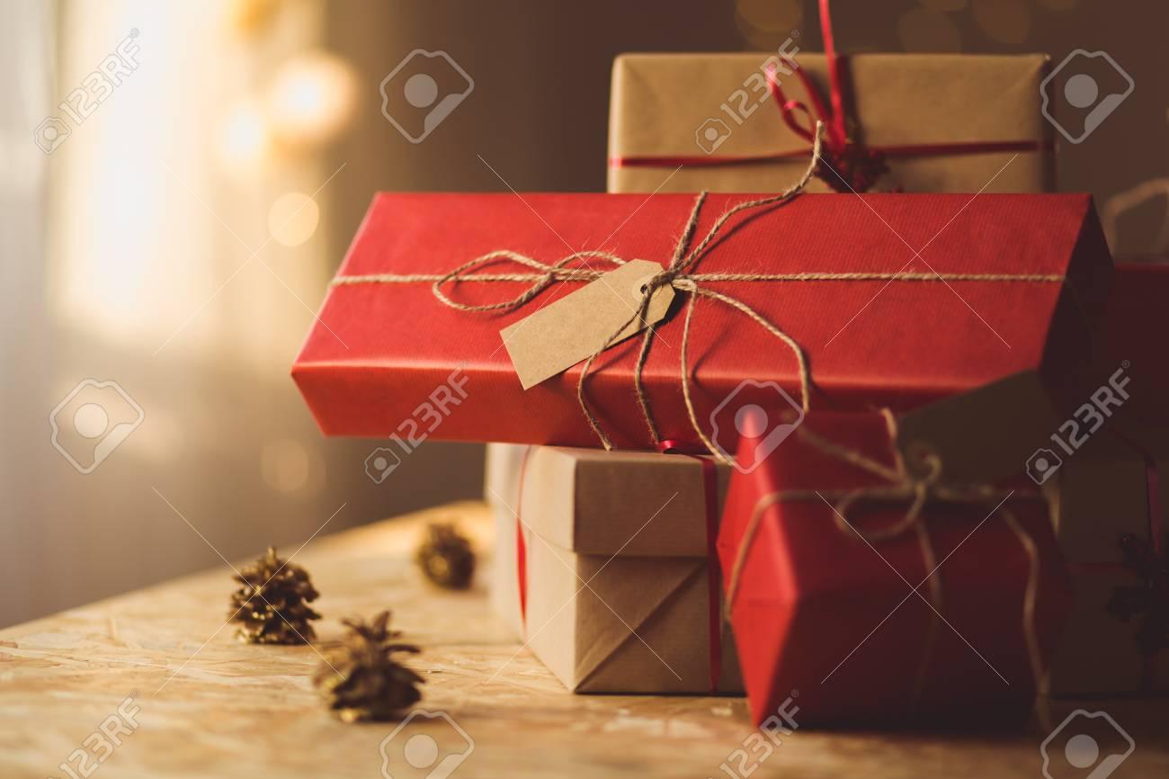 Schön Geschenke Für Kinder Von Ihren Eltern Gepackt Lizenzfreie ...