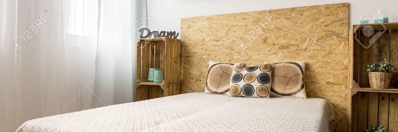 Holzfaserplatten Mit Bett Kopfstütze In Der Kreativen DIY ...