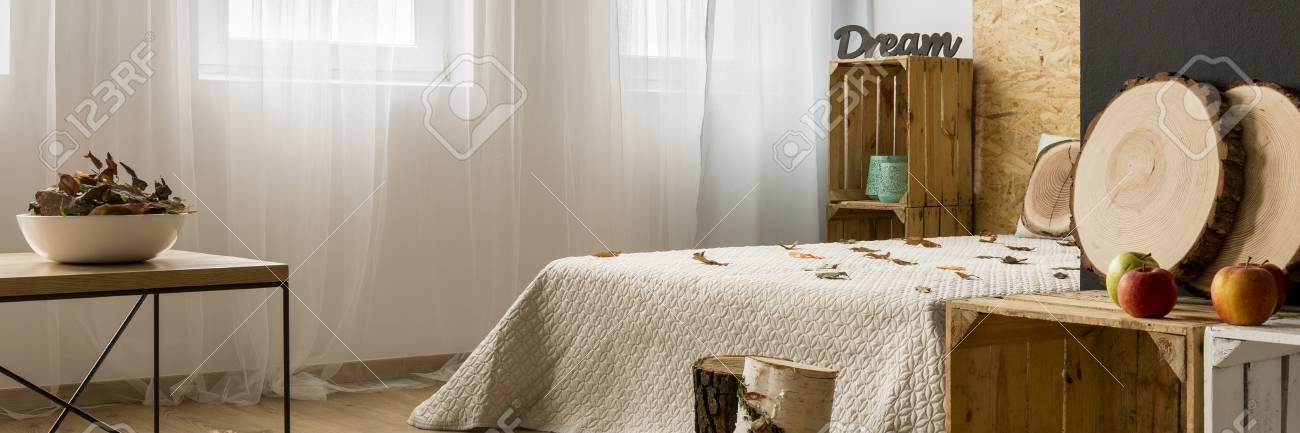 herfst decor ideen gezellige slaapkamer klaar voor de herfst stockfoto 64788537