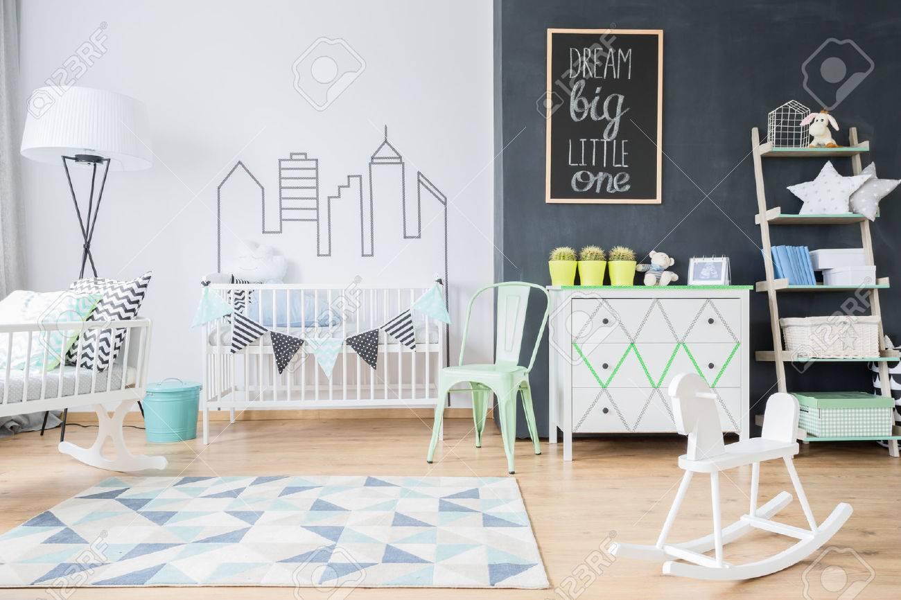 banque dimages plan dune chambre denfant intrieur spacieux avec un tapis bleu et blanc