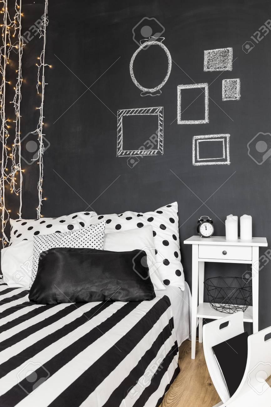 Tafel Wand In Schwarz Weiß Modernes Schlafzimmer Standard Bild   64791635