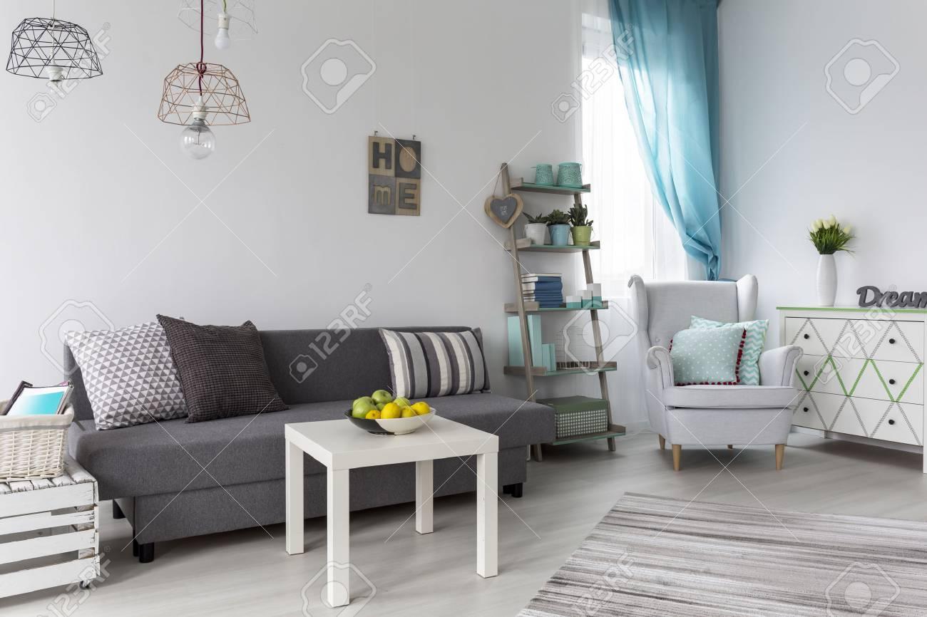 Exquisit Sofa Pastell Galerie Von S Von Einem Wohnzimmer Mit Einem Grauen