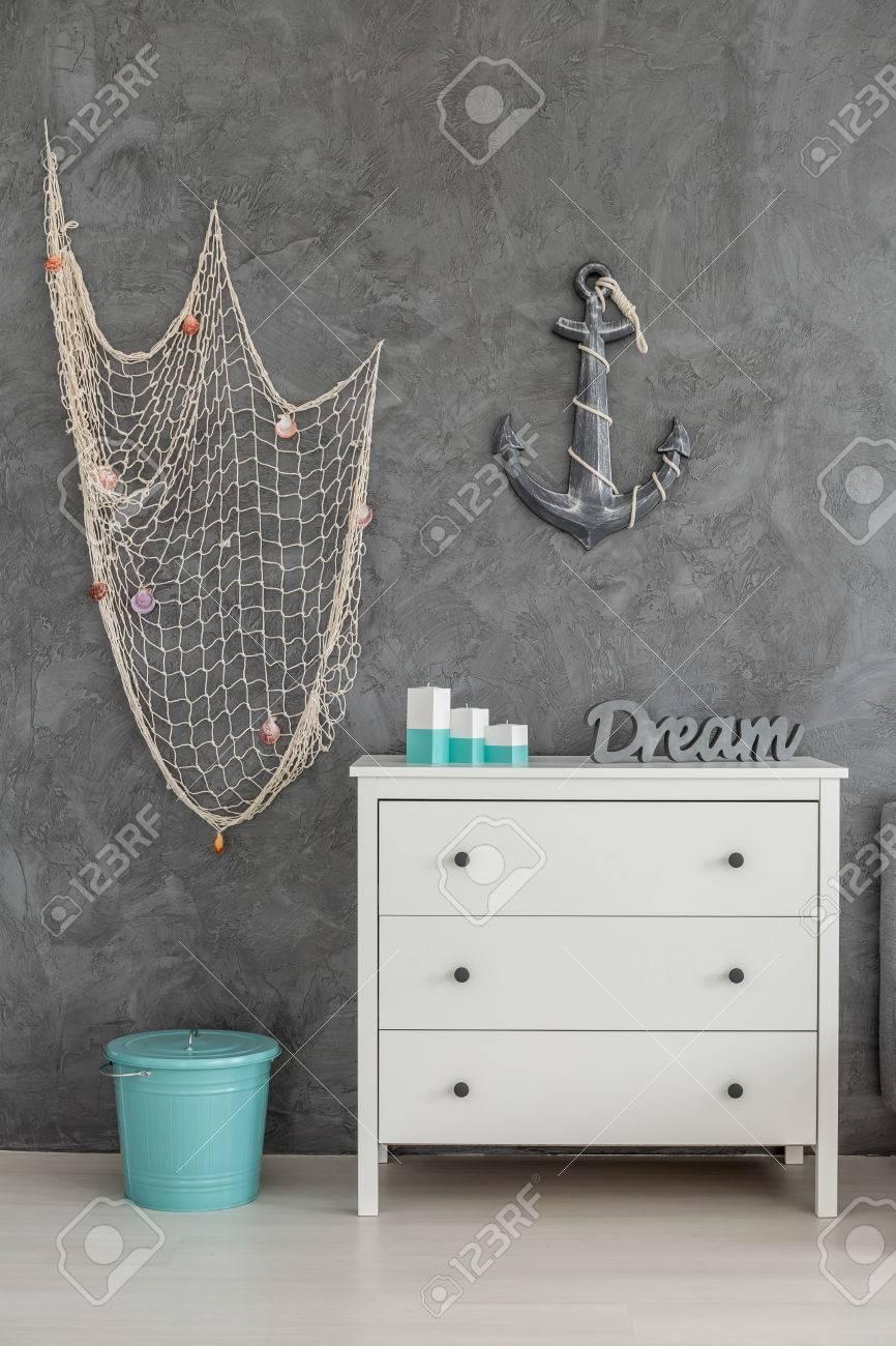 Meer Inspirierte Interieur Mit Weissen Kommode Fischernetz Und Anker