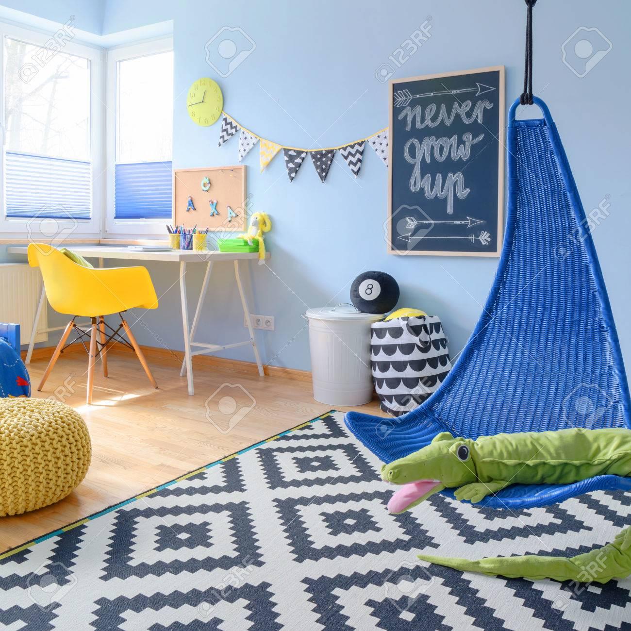 Schuss Eines Modernen Bunten Kinderzimmer Mit Einem Hängesessel