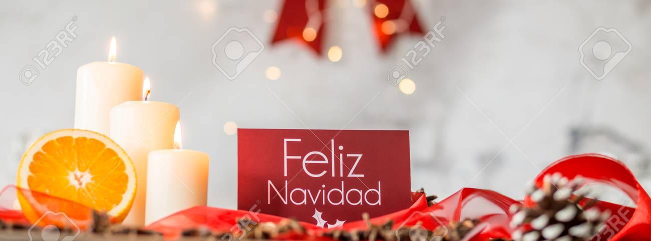 Weihnachtskarte Mit Wünschen In Spanisch Auf Dem Tisch Verziert