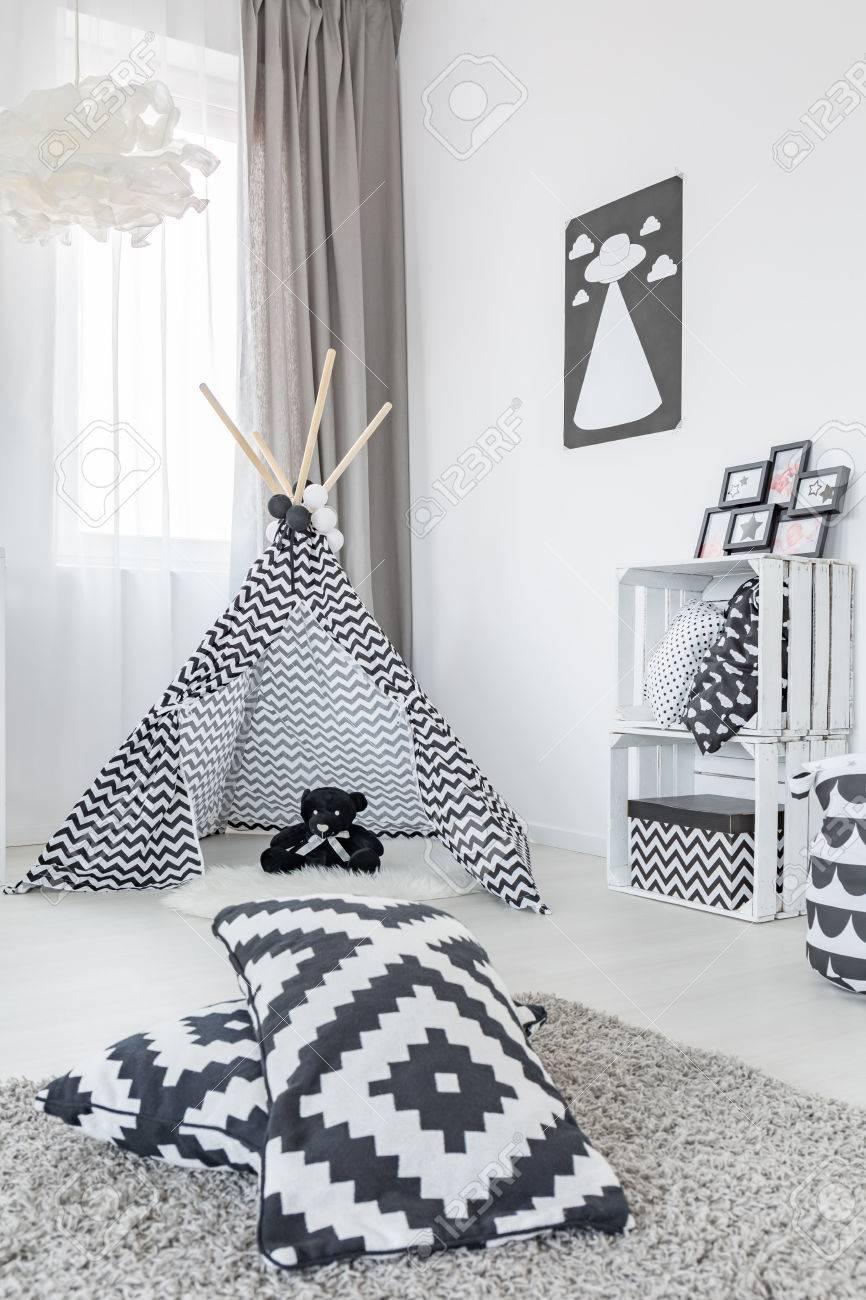 Jeux De Rangement De La Chambre chambre avec tente de jeu, tapis, oreillers de modèle et rangement de caisse