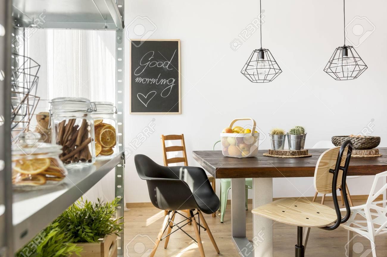 Salle Manger Dans Le Style Industriel Avec Table Chaises Et