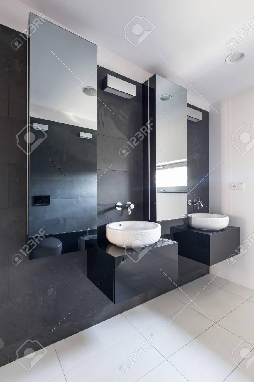 beautiful excellent elegante bao de piedra con dos lavabos y espejos grandes hunging en la pared gris foto with espejos grandes de pared with espejos - Espejos Baos