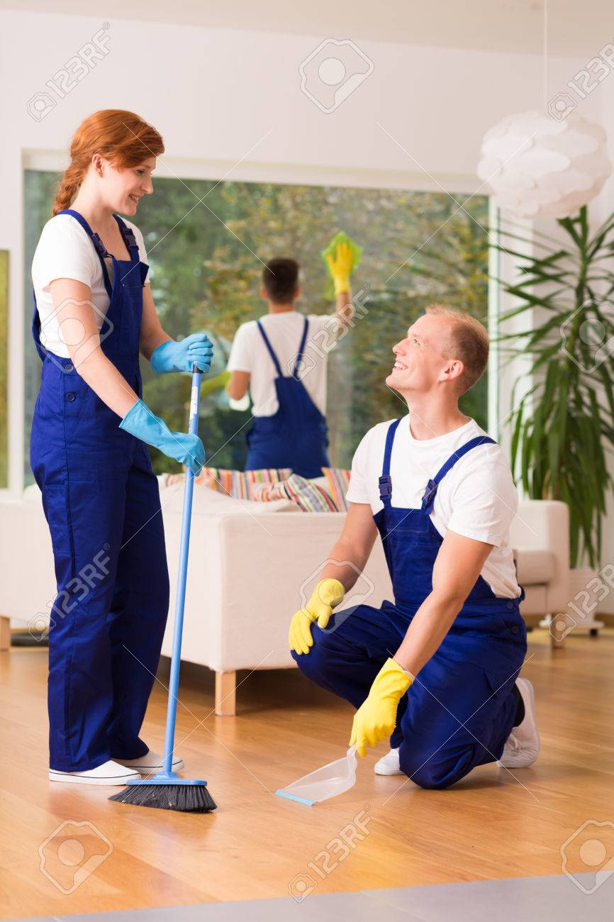 https://previews.123rf.com/images/bialasiewicz/bialasiewicz1612/bialasiewicz161201393/68146194-professional-cleaning-service-sweeping-floor-in-modern-apartment.jpg