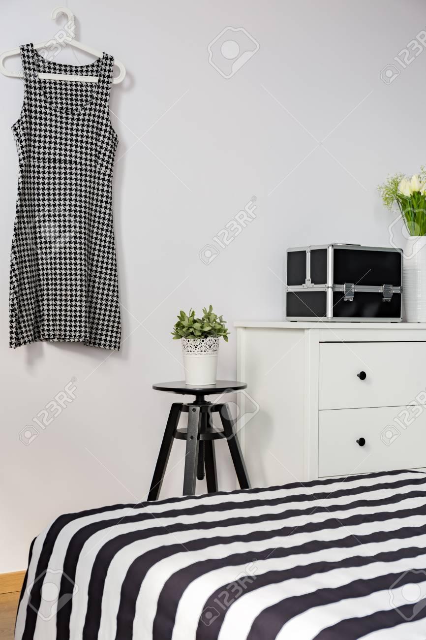 Weißes Und Schwarzes Schlafzimmer Mit Eleganz Und Stil Lizenzfreie