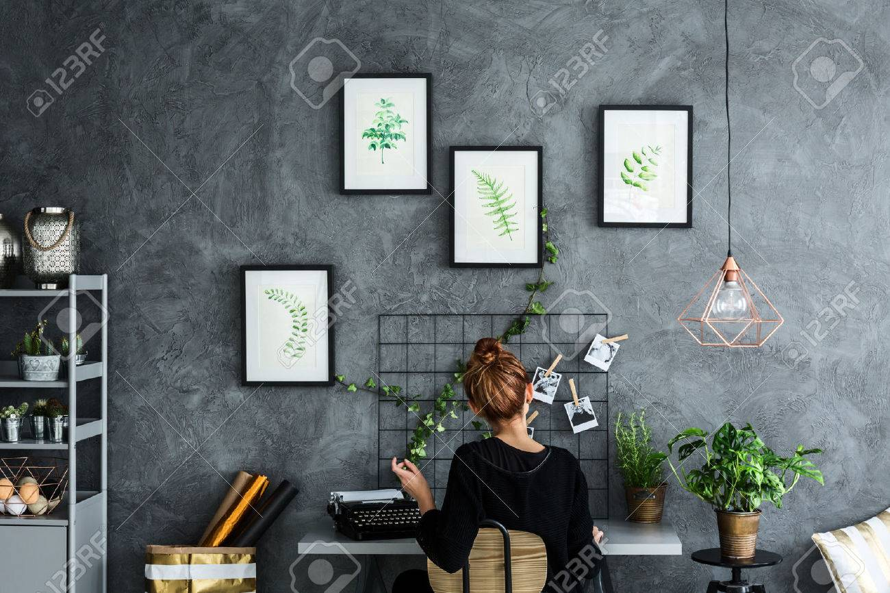 Room area with woman working at the desk Standard-Bild - 68146564