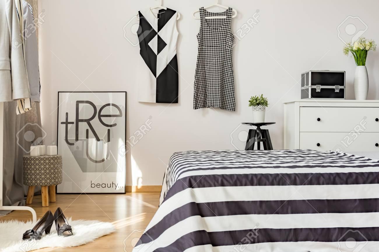 Aktuelle Einrichtung Der Gemutlichen Frau Schlafzimmer Mit Schwarzen
