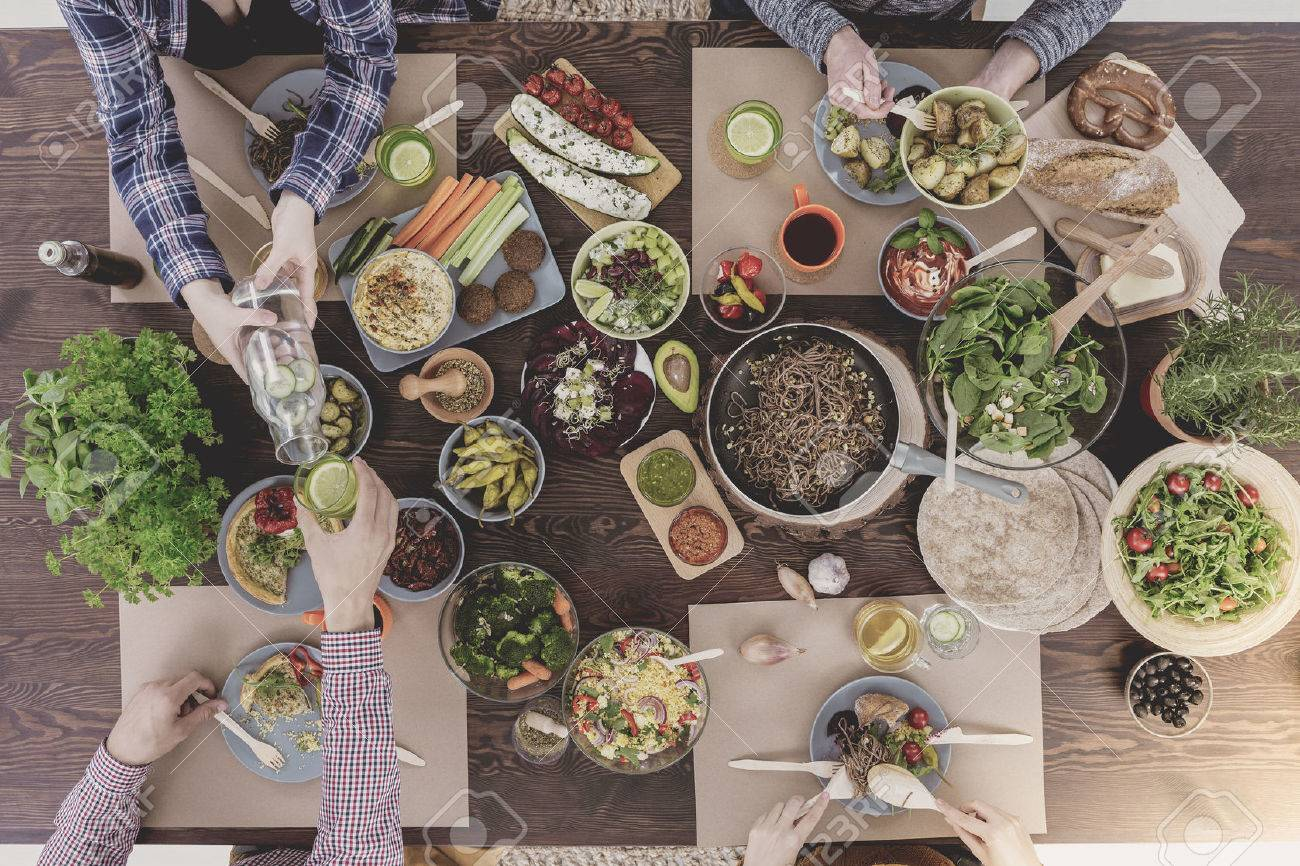 Verious veg dishes lying on rustic table, top view Standard-Bild - 68465044