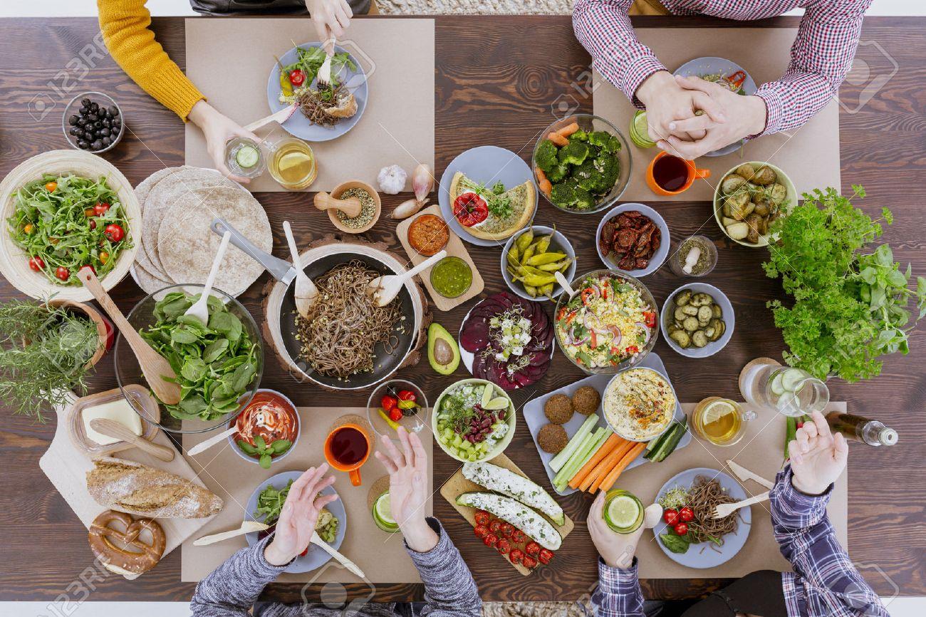 Various vegan and vegetarian food lying on rustic table Standard-Bild - 68465288