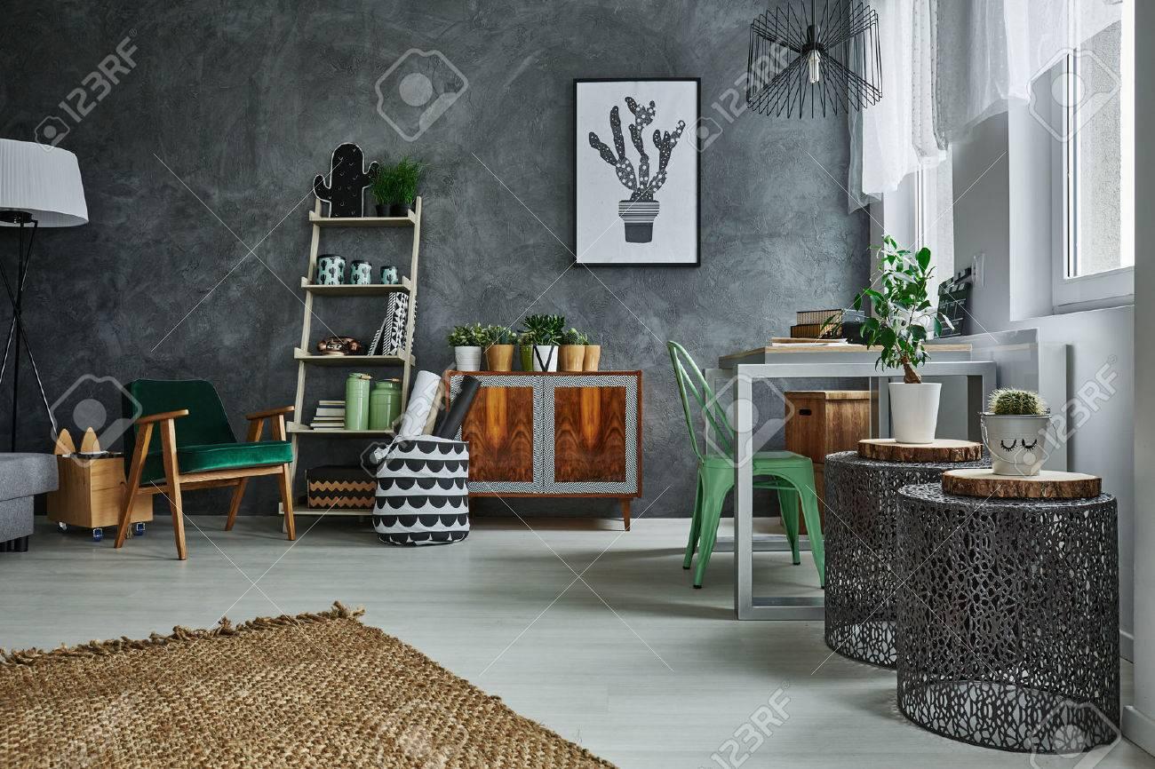 Incroyable Banque Du0027images   Chambre Avec Décoration Murale En Stuc Gris Et  Accessoires En Métal