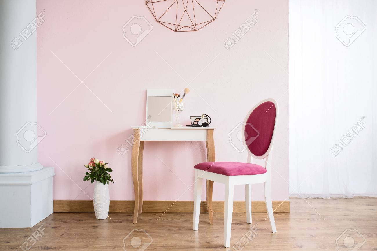Pink Room With Column 2f0b455a1
