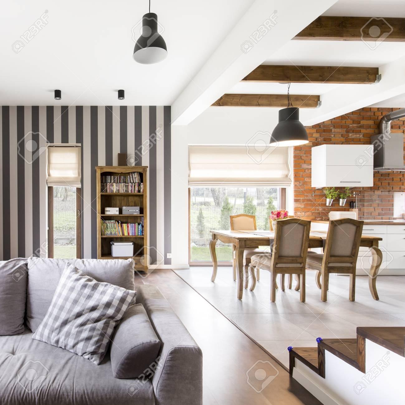 Geräumige Moderne Glamour-Home-Interieur Mit Vintage-Möbeln ...