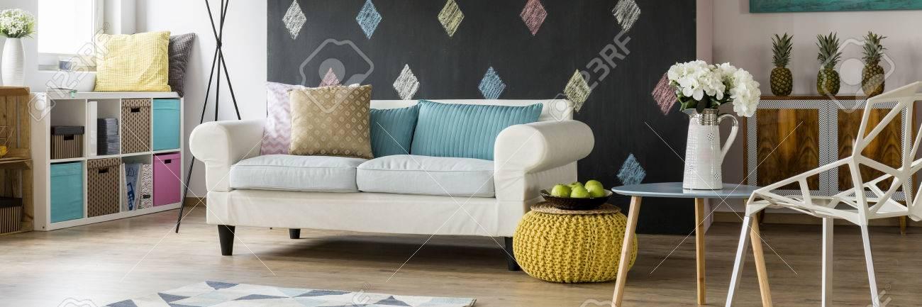 Malerisches Zeitgenossisches Gemutliches Wohnzimmer In Pastellfarben