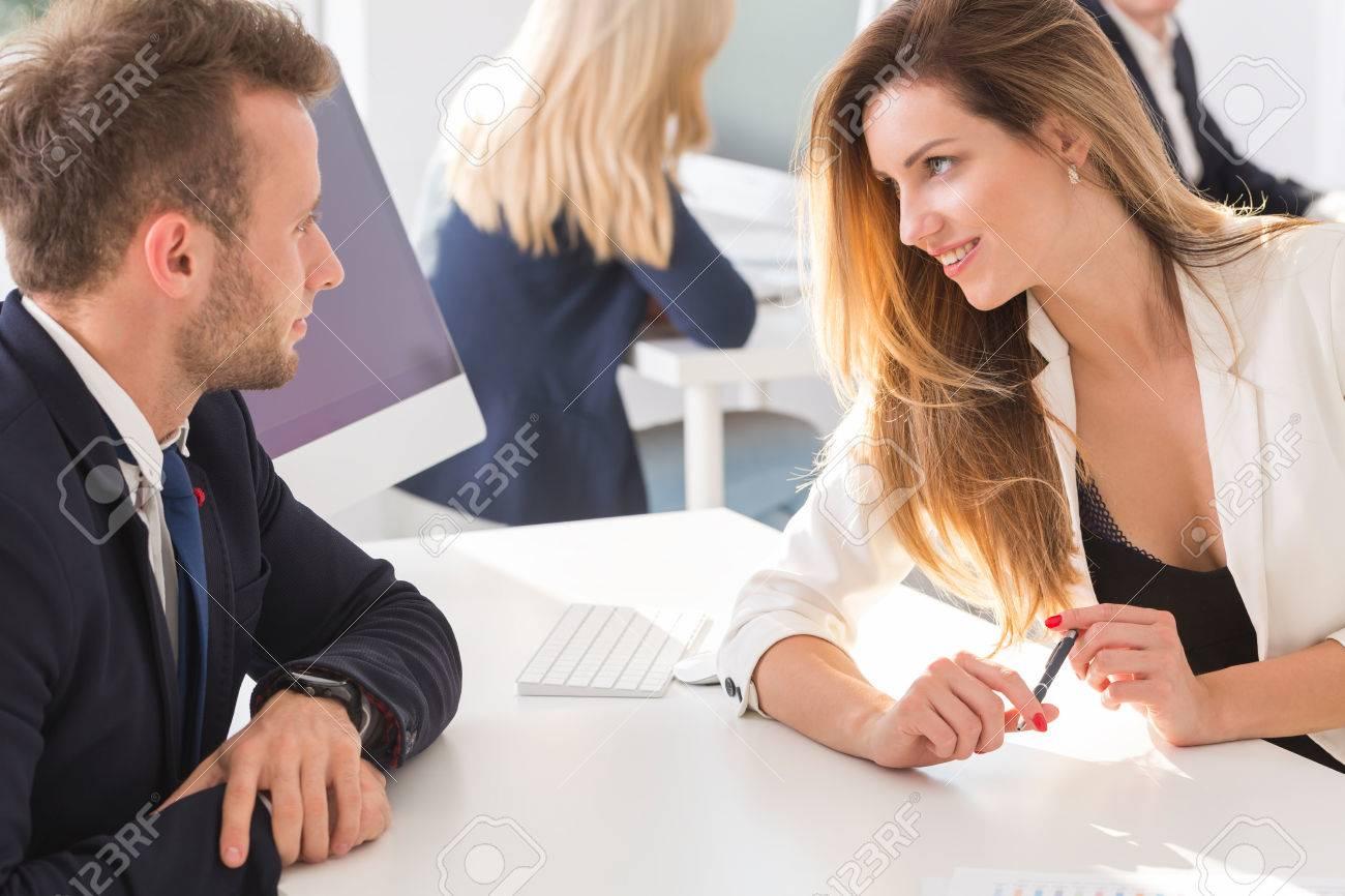 Comment Séduire son Patron au Travail —Les 3 Conseils à Savoir