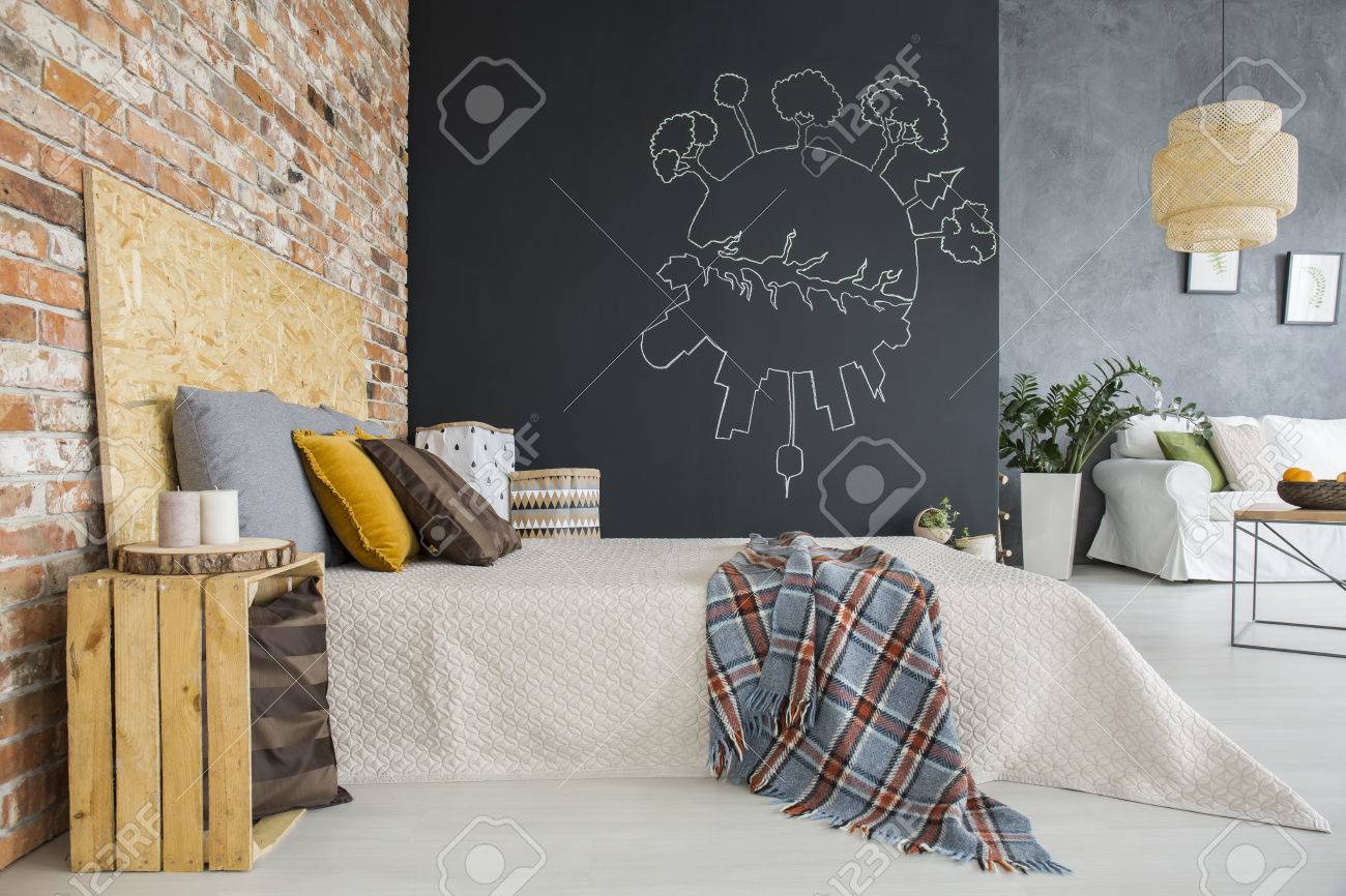 Slaapkamer In Woonkamer : Industriële stijl slaapkamer met bakstenen muur open voor de